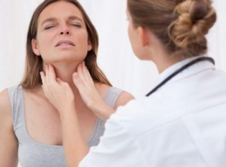 Образовалась шишка на шее и болит: что это может быть?