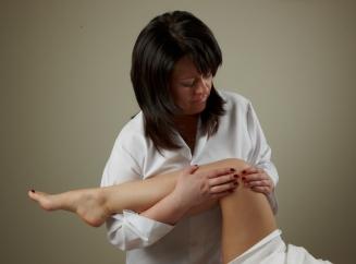 Почему немеют ноги и как это лечить
